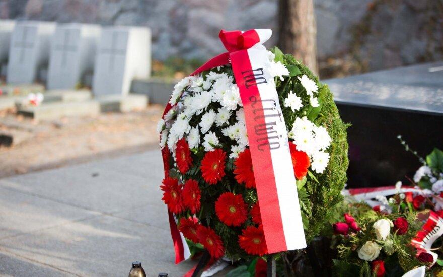 Прокуроры просят усилить охрану у могилы сердца Пилсудского
