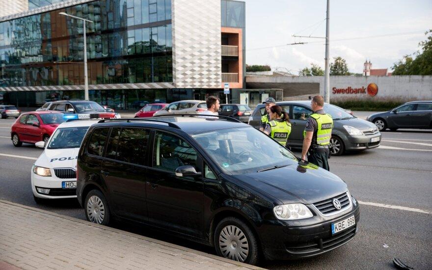 В Вильнюсе три девочки выбежали на дорогу: состояние одной из них очень тяжелое