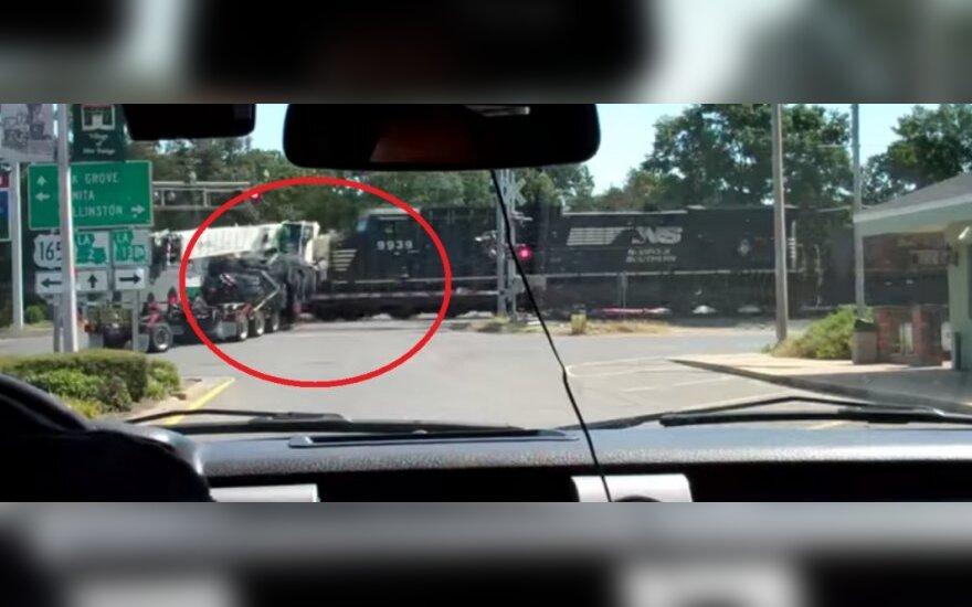 Pociąg wjechał w ciężarówkę