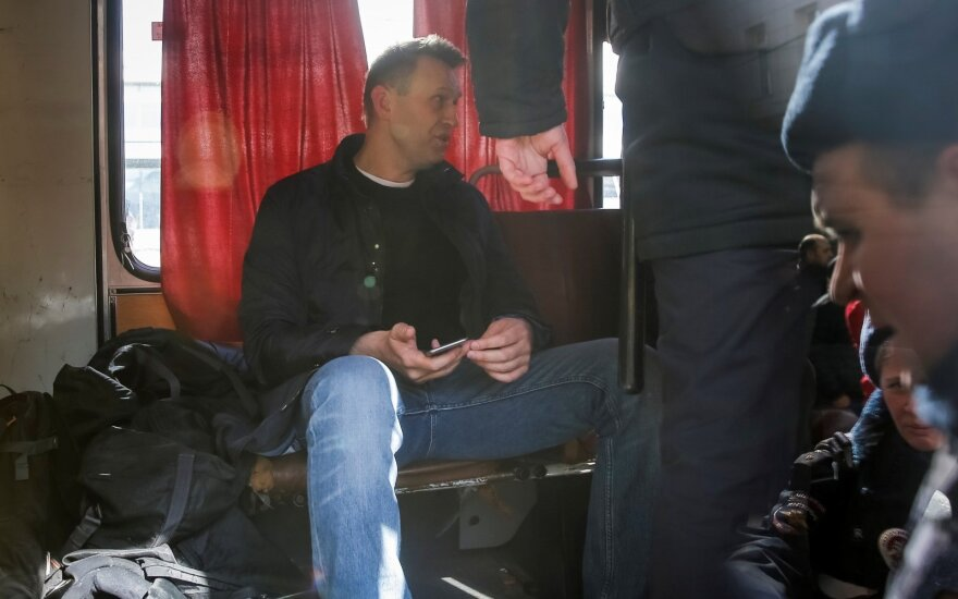 Навальный сообщил о получении загранпаспорта впервые за пять лет
