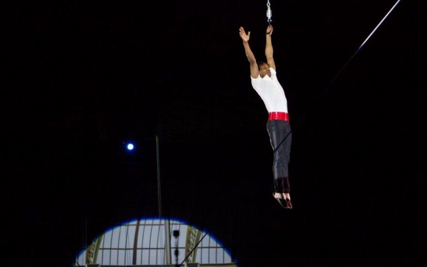 Maskvos cirke iš 26 metrų aukščio nukrito akrobatas