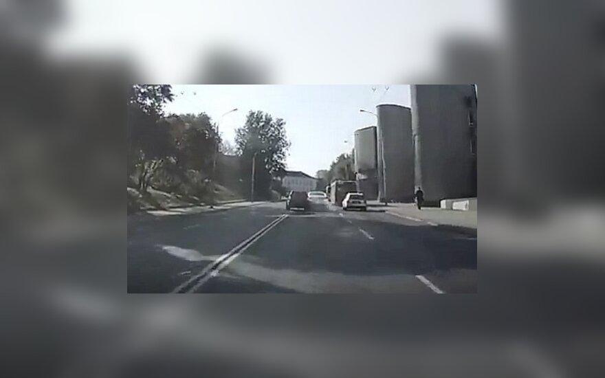 Лихач из России сбежал с места ДТП в Вильнюсе