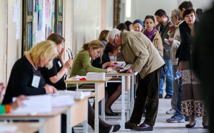 Избиратели в Литве голосуют немного активнее, чем на предыдущих президентских выборах