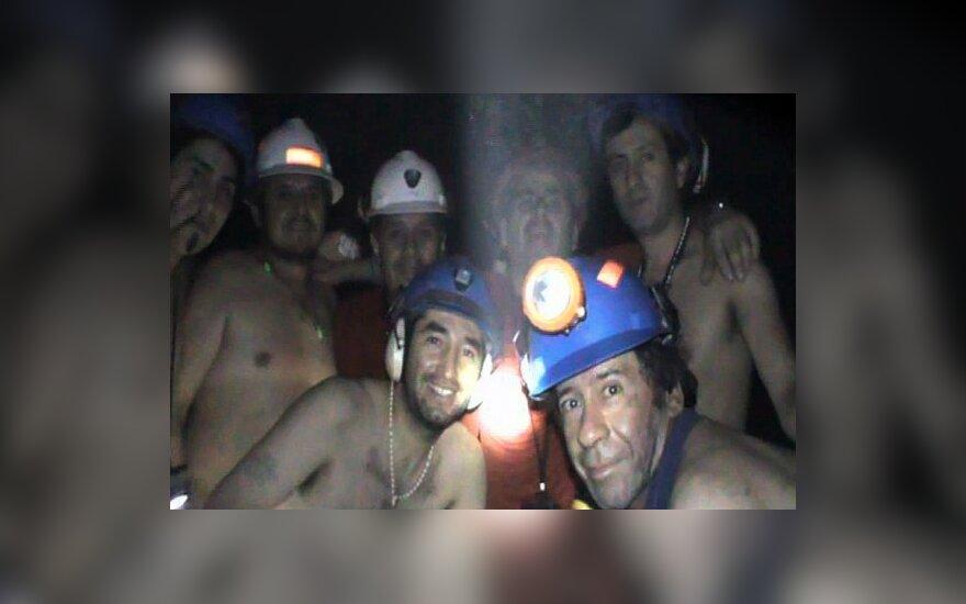 Чилийских шахтеров готовят к встрече с журналистами