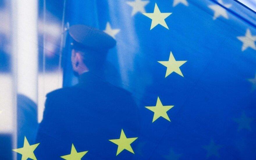 Под санкции ЕС попали более 100 представителей руководства РФ