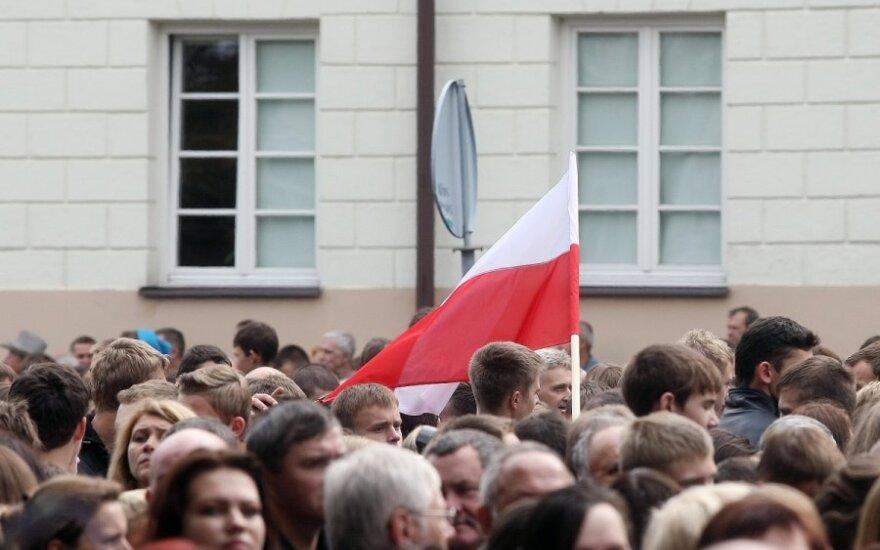Поляки сутки митинговали перед отелем сборной России