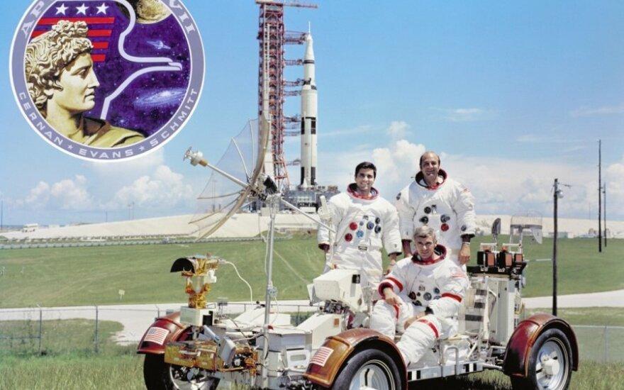 "Visa ""Apollo 17"" įgula - Eugene'as A. Cernanas, Harissonas P. Schmittas ir Ronaldas A. Evansas"