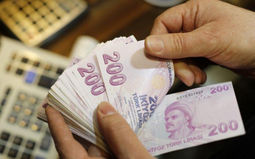 Сильное падение курса турецкой лиры сулит более дешевые товары для потребителей в Литве