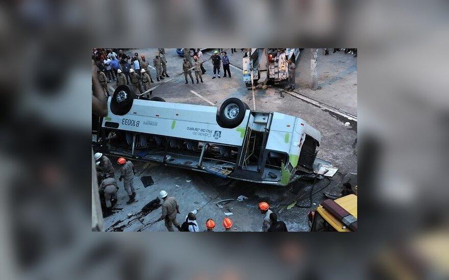 В Рио-де-Жанейро автобус упал с эстакады: 7 погибших