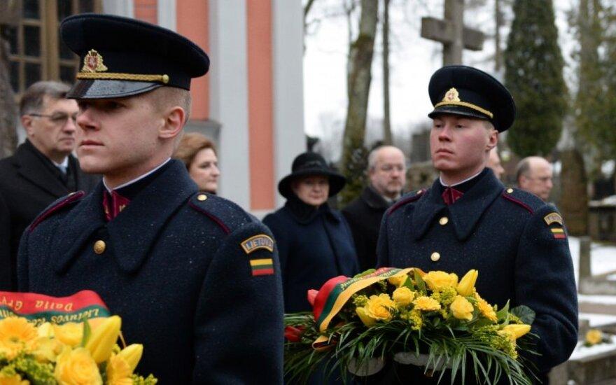 Šalies vadovai pagerbė Vasario 16-osios Nepriklausomybės Akto signatarų atminimą