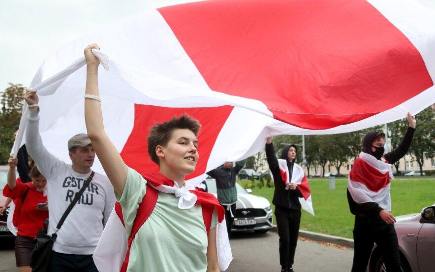 Artėjant planuojamam protestui Minske saugumo pajėgos demonstruoja jėgą