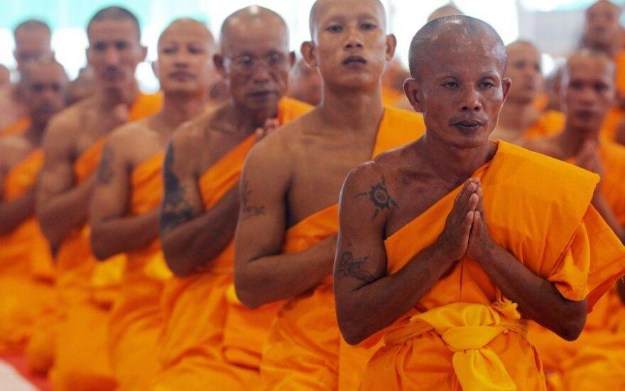 Буддийских монахов в Таиланде посадили на диету