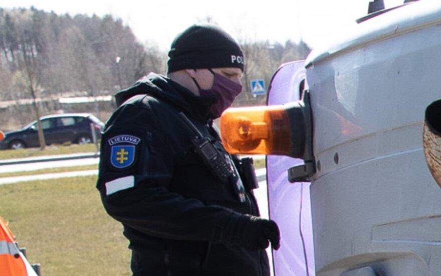 Как на Пасху будут выглядеть литовские города: дороги перекроют полицейские экипажи или бетонные блоки