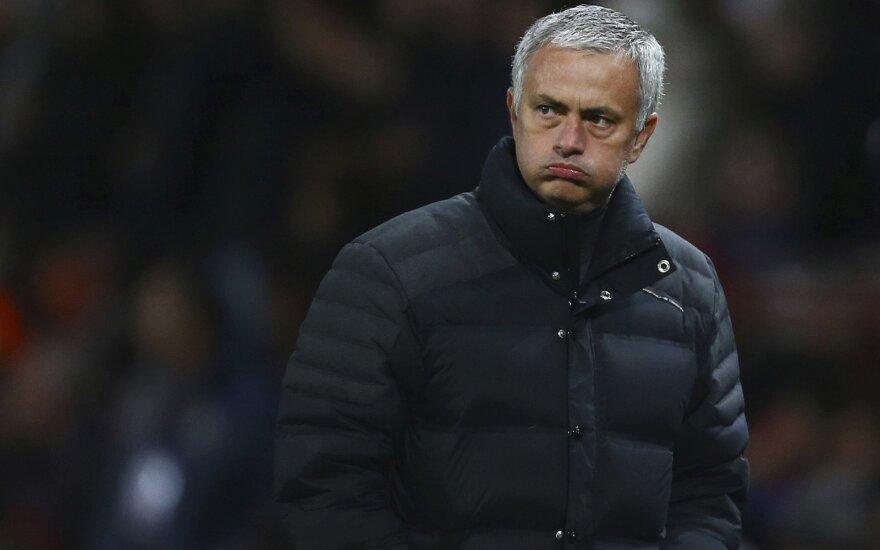 Моуринью пожаловался на нелегкую жизнь в Манчестере