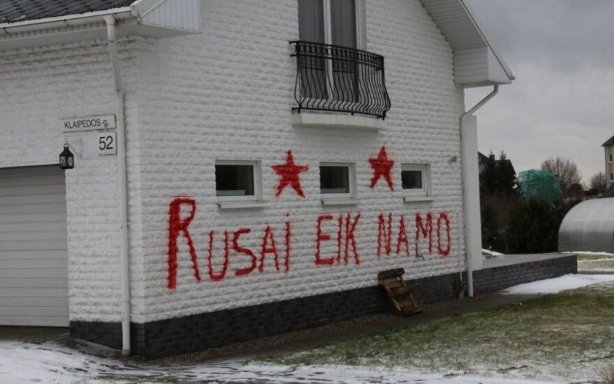 """Czerwone gwiazdy na ścianach domu posłanki na Sejm. """"To pisali nie Litwini"""""""