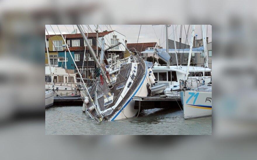 """Uraganas """"Xynthia"""" pridarė nuostolių Prancūzijoje"""