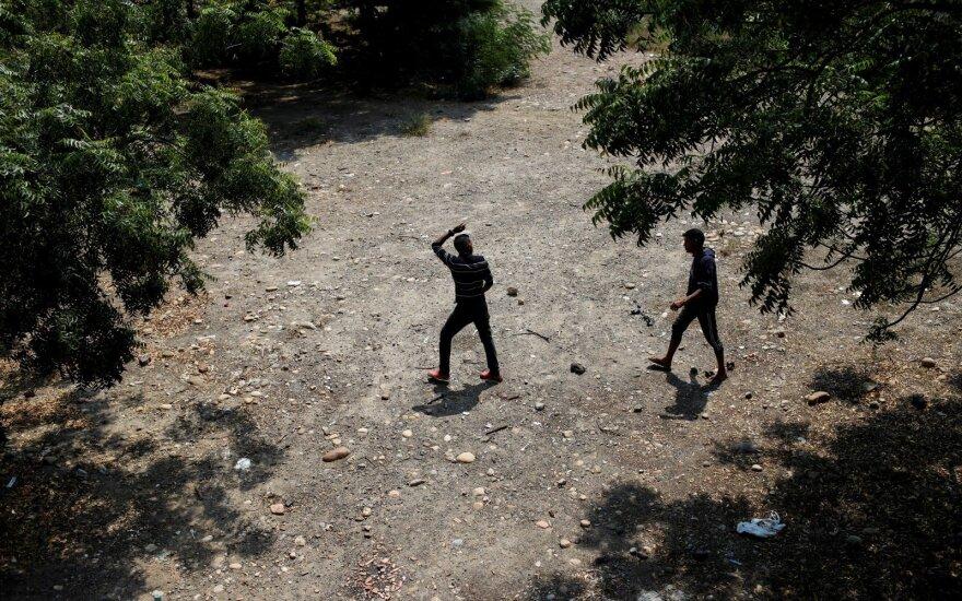 США осудили применение военными в Венесуэле силы против волонтеров на границе