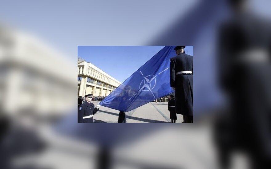NATO vėliava prie Seimo