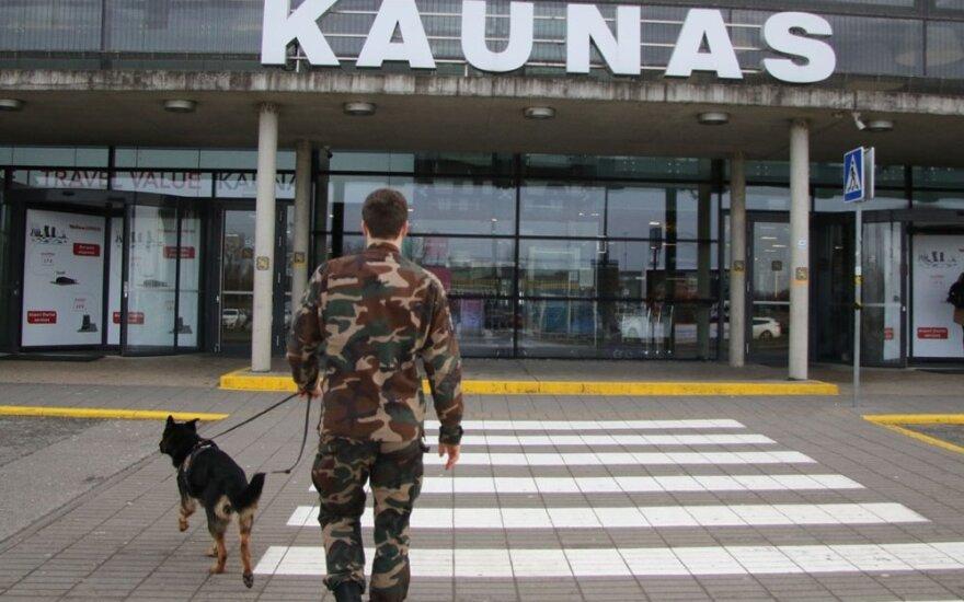 В аэропортах Литвы и в Клайпедском порту из-за коронавируса заступают на дежурство военные