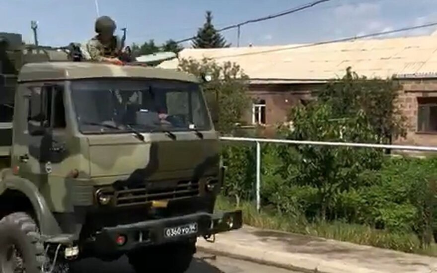 Российские военные во время маневров устроили стрельбу в армянском селе