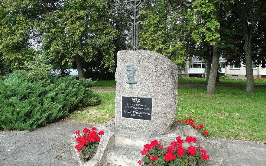 Памятный камень Ю. Крикштапонису, г. Укмерге