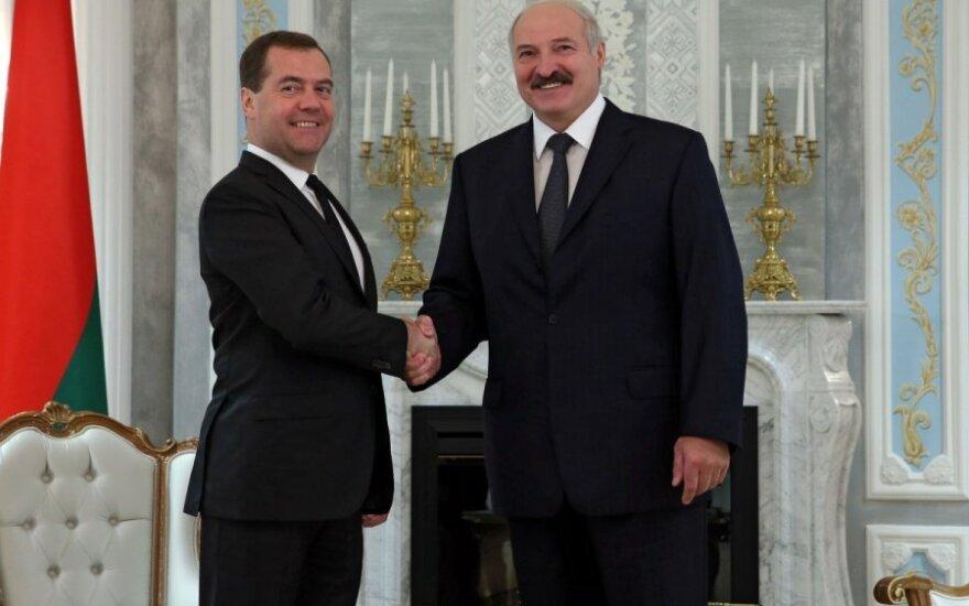 """Лукашенко и Медведев договорились """"сверить интеграционные часы"""". Медведев готов приехать в Минск"""