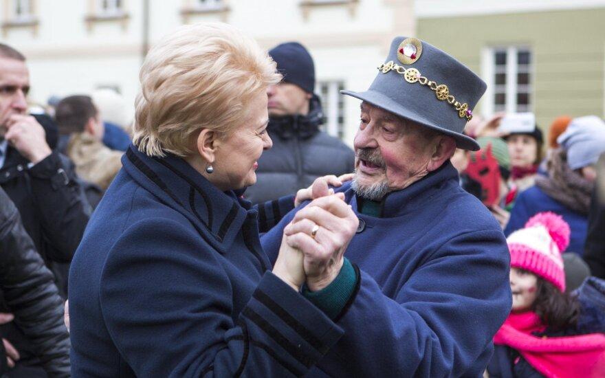 Ряженые на Масленицу собрались у президентского дворца