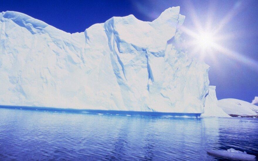 """""""Роснефть"""" сдвинула айсберг массой свыше миллиона тонн в Арктике"""