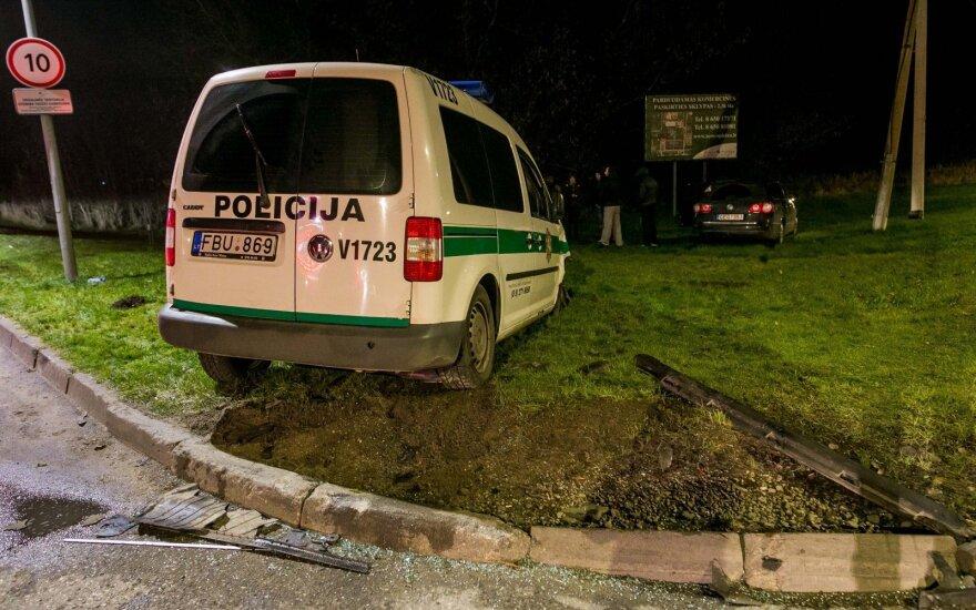 Полицейский автомобиль врезался в VW Passat: очевидцы рассказали, что стражи порядка мчались без мигалок