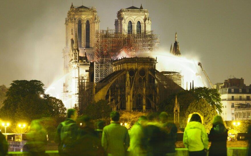 ФОТО, ВИДЕО: Чем уникален и знаменит сгоревший собор Парижской Богоматери?