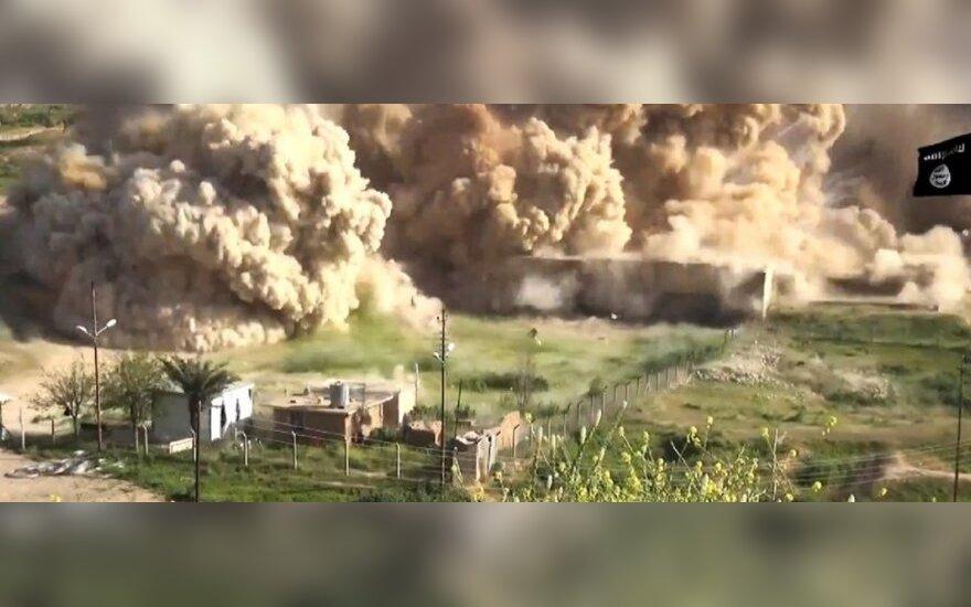 """""""Islamo valstybės"""" kovotojai nufilmavo, kaip griauna senovinį Nimrudo miestą"""