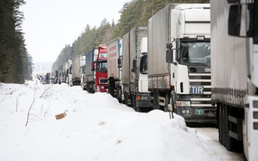 """""""Худший для нас"""": Транспортный комитет ЕП одобрил обязательный возврат грузовиков"""