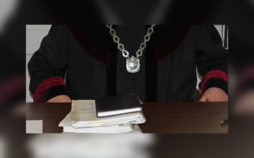 Гайлюс и Гиржадас просят суд вернуть их на работу и присудить по 500 000 литов нематериального ущерба