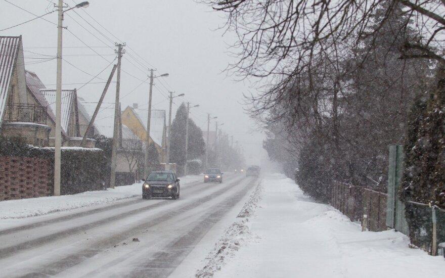 Погода: гололёд, присыпанный снегом