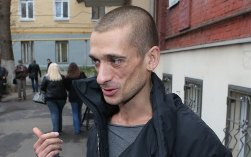 Суд оставил в силе штраф Павленскому за поджог двери ФСБ