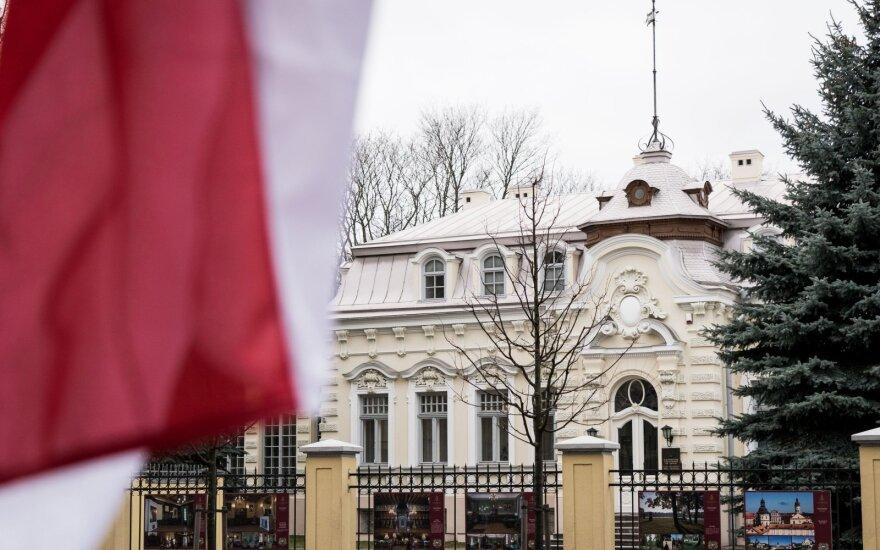 Инцидент в Вильнюсе: на территорию белорусского посольства неизвестные лица набросали картошки