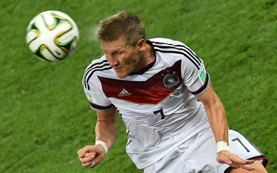 Немцы впервые за 20 лет возглавили рейтинг ФИФА, испанцы рухнули