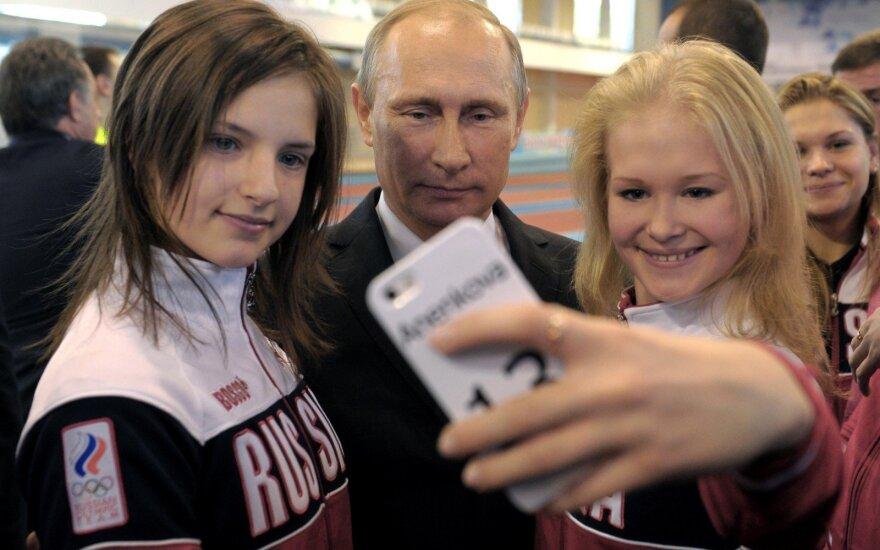 """Путин призвал молодежь не зависеть от государства и не ждать, что """"добрый дядя что-то принесет"""""""