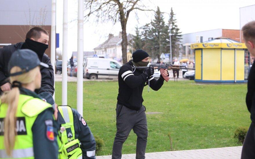 Глава МВД Литвы отчиталcя за учения в Шальчининкай: полицейские перестарались, журналисты растрепали
