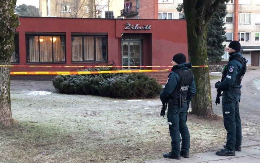 В суд доставили подозреваемого в стрельбе у кафе Žibutė