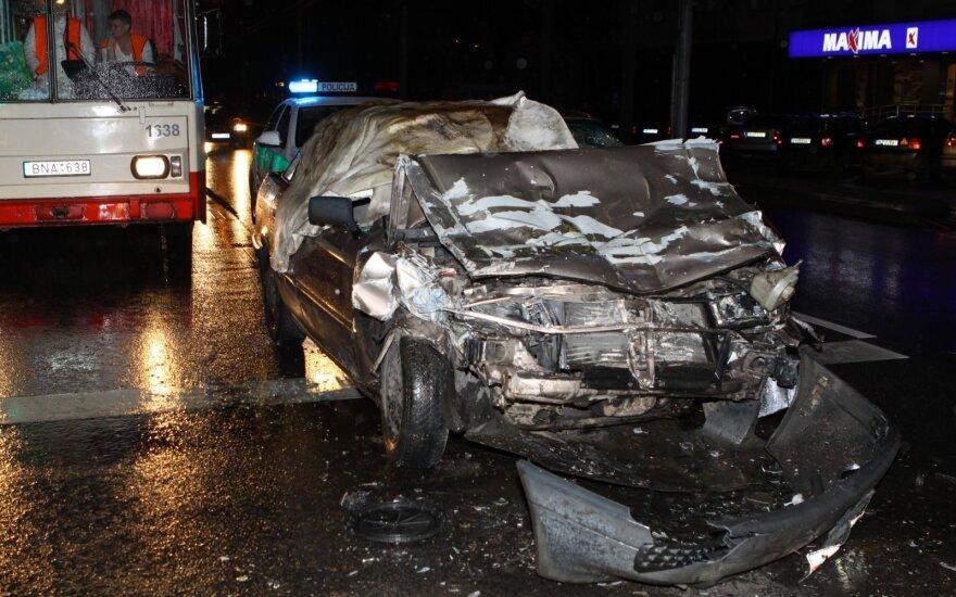 В Вильнюсе Audi врезался в автобус: виновник был трезвым, но без прав