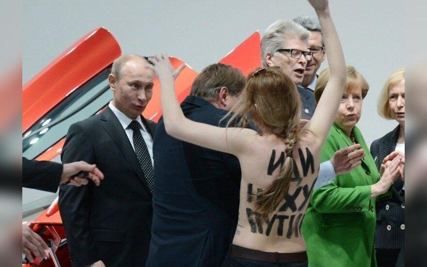 Активисток Femen допросили по делу о незаконном обращении с оружием, пока как свидетельниц