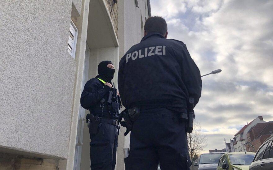 Полиция в Берлине применила водометы на акции COVID-отрицателей