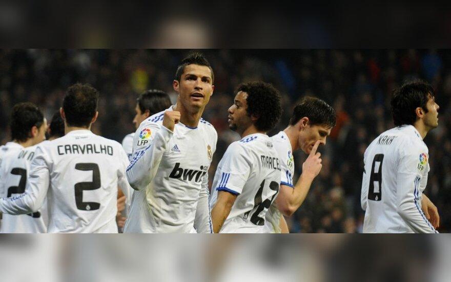 """Cristiano Ronaldo ir Madrido """"Real"""" futbolininkai"""