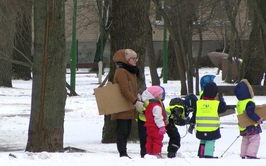 Забрать нельзя отдать: как в Литве изымают детей из семей, и при чем тут политика