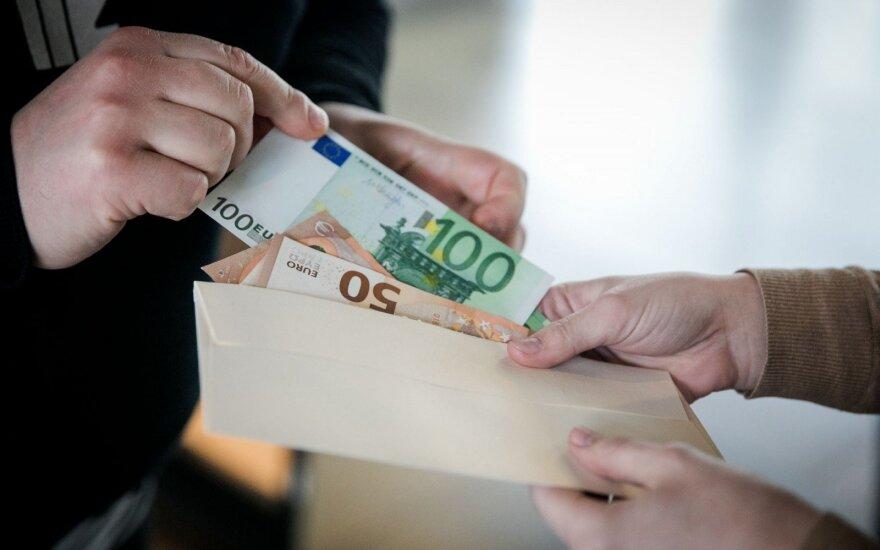 Служба спецрасследований Литвы: у подозреваемых в коррупции судей найдено 200 000 евро наличными
