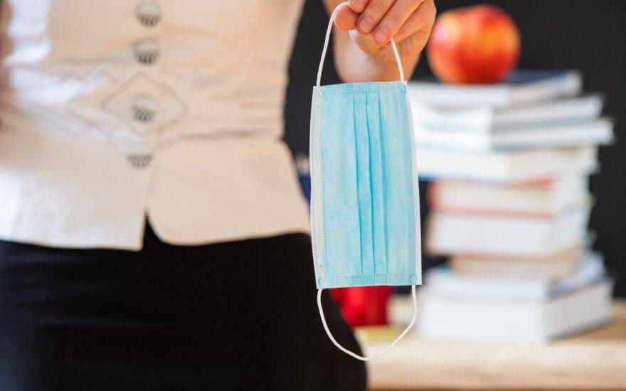 Замечание учителя ребенку, который забыл маску, вывело мать из себя: посчитайте, сколько это стоит