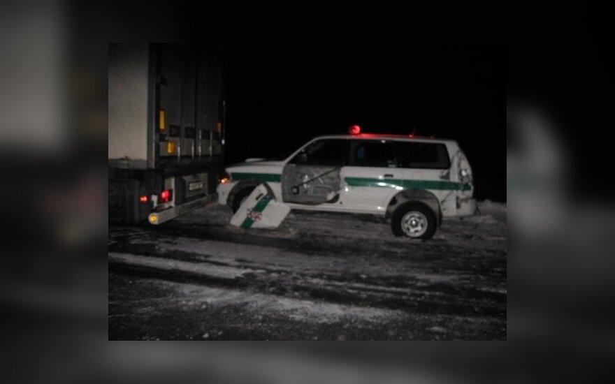 Водитель фуры врезался в полицейское авто