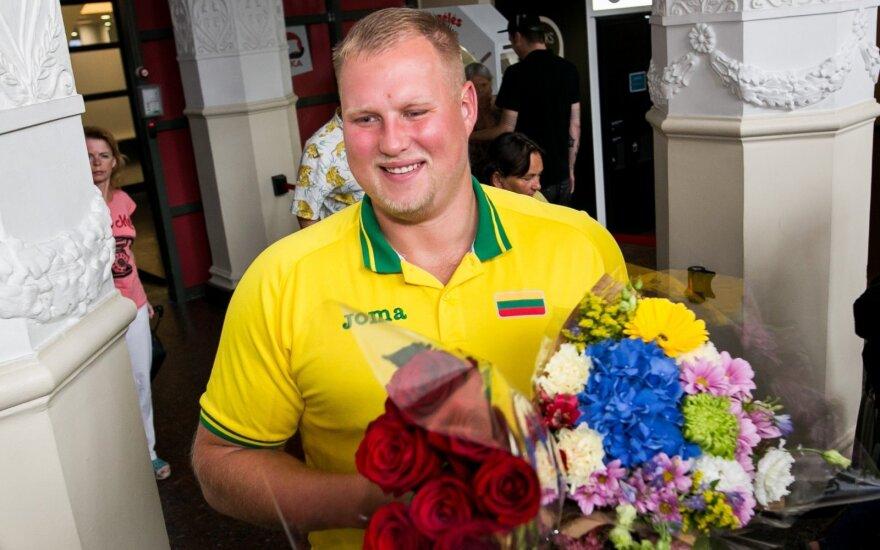 Дискобол Гуджюс вернулся в Литву с золотой медалью