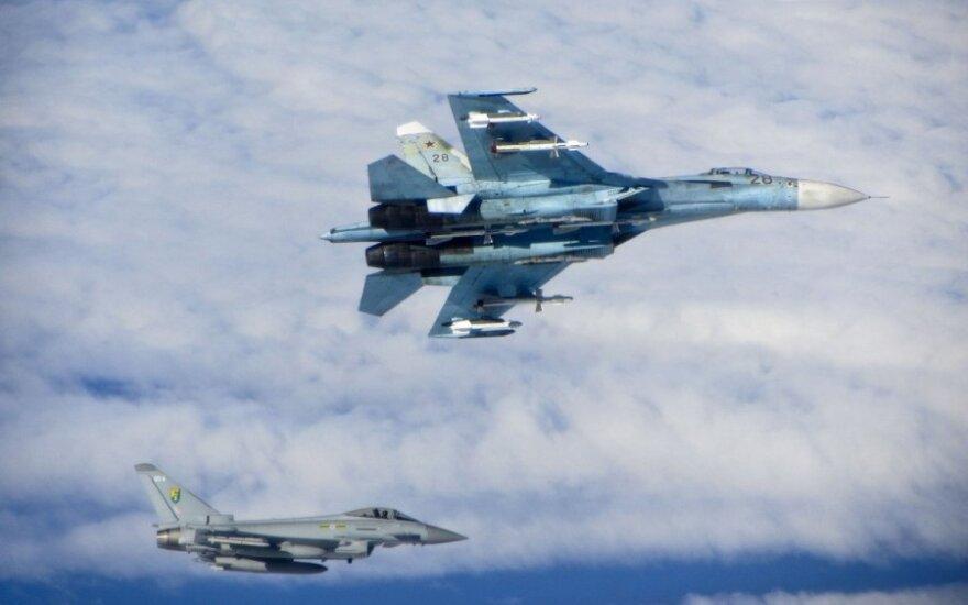 """Минобороны РФ: самолет-разведчик RC-135U пытался """"подкрасться"""" к границе"""